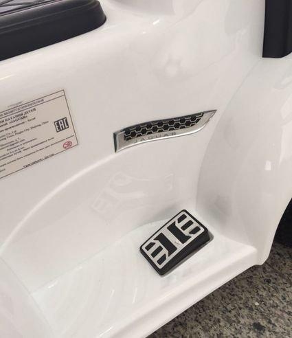 Электромобиль - каталка Jaguar F type белый (музыка, пульт, свет фар, ремень, педаль газа)